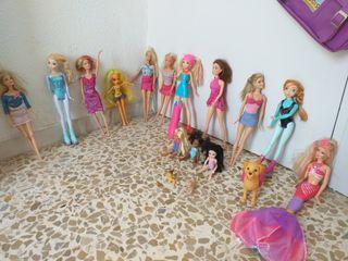 lote de muñecas de barbies y caravan