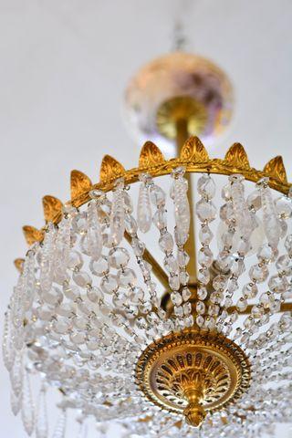 Lámpara antigua de bronce y cristales