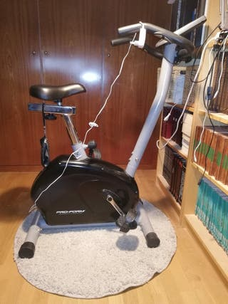 Bicicleta estática con panel eléctrico