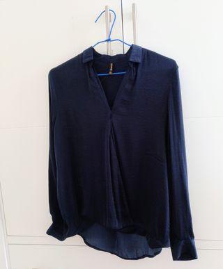 Blusa seda azul Stradivarius