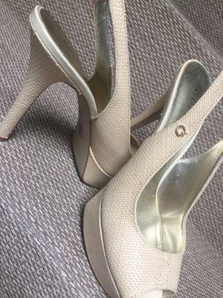 Zapato de tacón Guess. Talla 40