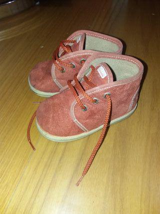 zapatillas/ botitas n.21