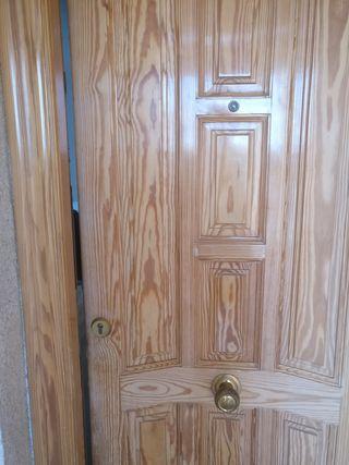 Puerta exterior blindada color pino planta baja