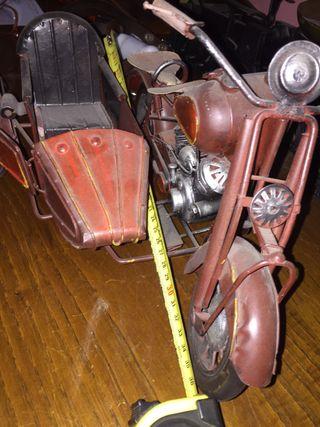 Moto con disecar ,camión de bomberos y camino de c