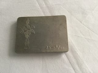 Caja de agujas inyectables de lata antigua