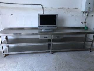 Mesa industrial para cocina o mostrador