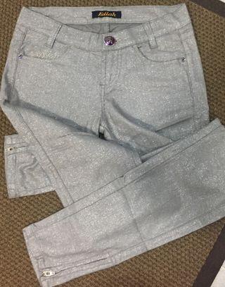 Pantalón plateado
