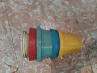 cinco macetas de plástico y de regalo una de barro