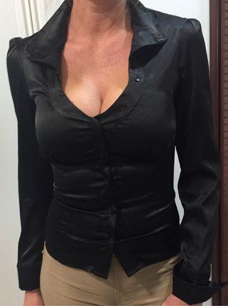 Camisa negra raso