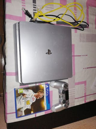 PS4 SLIM PLATA + MANDO ORIGINAL + FIFA 18