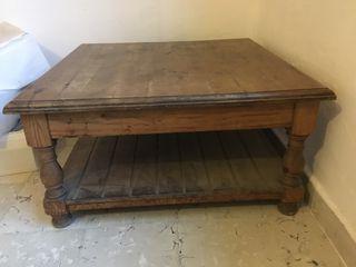 Mesa castellana de madera