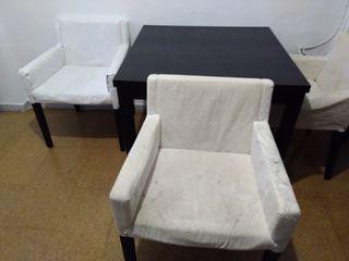 mesa y 3 sillas