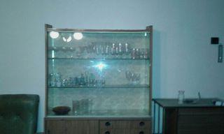 Mueble comedor. largo 1,10, de alto 1,70 ancho 35.