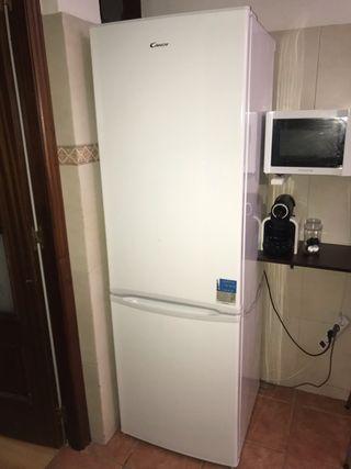 Combi frigorífico CANDY CCBFP6182 con 1 año