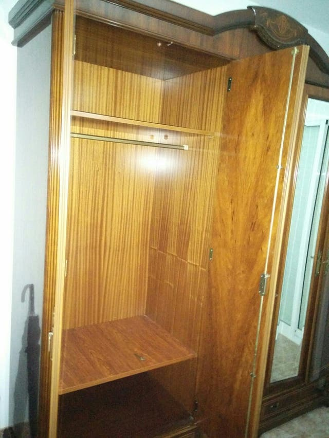 Armario dormitorio madera cristal espejo clásico