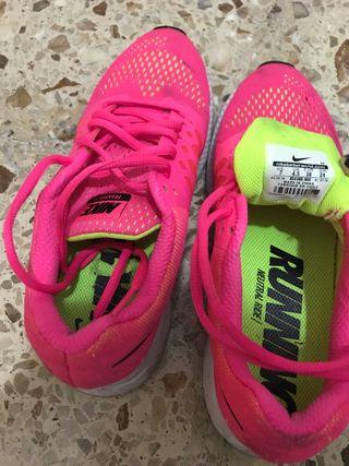 Vendo zapatillas Nike buen estado 38
