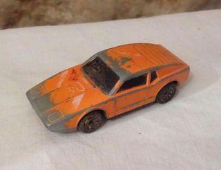 antiguo coche de metal