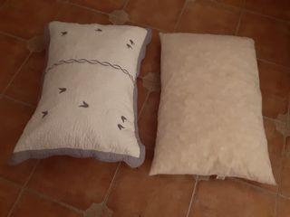 Dos almohadones 70x50 x 8€
