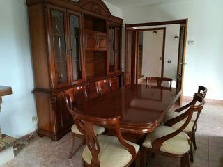 Conjunto mueble de comedor con mesa y sillas