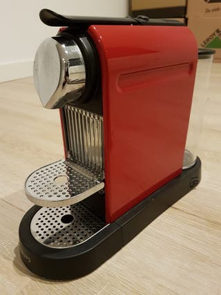 Cafetera Nespresso Krups Rojo