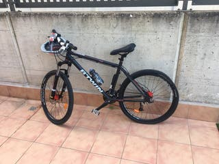Bici MTB Rockrider 520 negra.