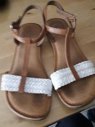 Sandalias de niña.