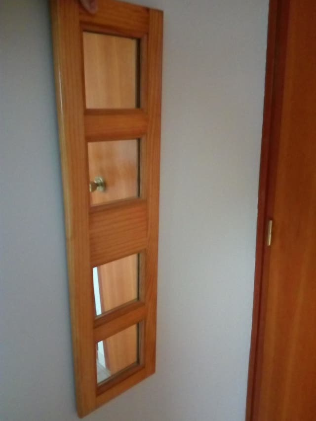 Dos espejos madera decoración recibidor salón