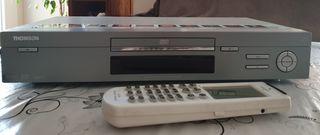 Reproductor DVD con mando universal