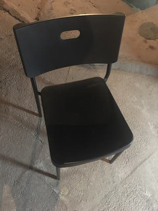 Sillas con asiento de plástico resistente