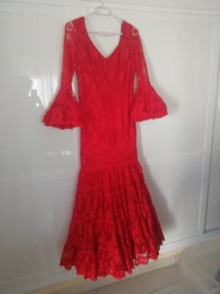 traje de flamenca rojo encaje