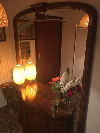 Mueble recibidor con espejo estilo clásico