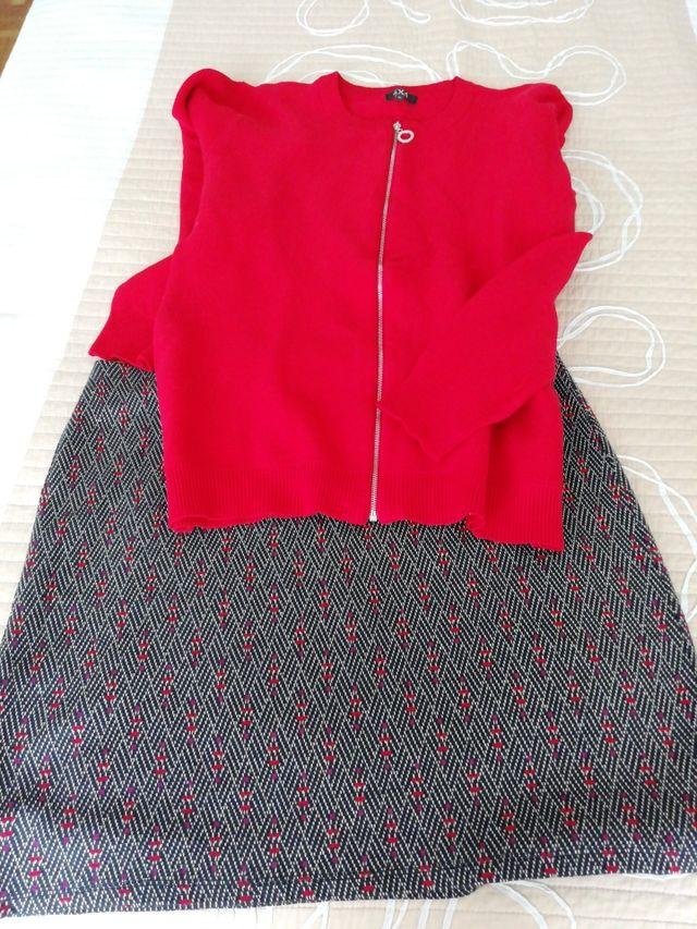 Falda y chaqueta punto.