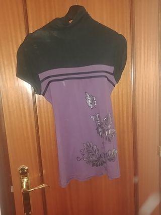 Blusa morada y negra talla M
