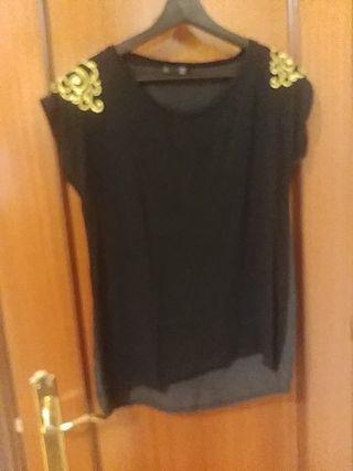 Blusa negra cn dibujos dorados