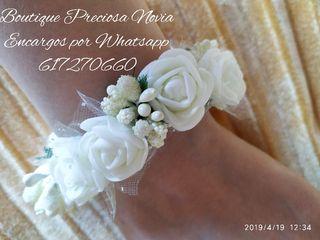 Muy fina,bonita pulsera de flores para Novia niña