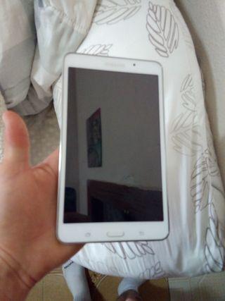 se vende tablet Samsung galaxy tab 4