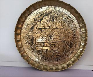 Plato dorado decorativo