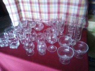 lote de 30 vasos y copas variadas