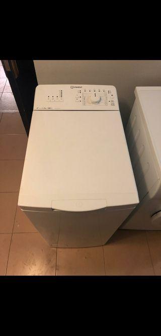 Lavadora Indesit carga superior bajo consumo