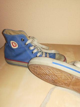 zapatillas abotinadas, tipo Converse