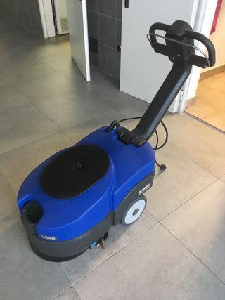 Maquina fregadora de suelos