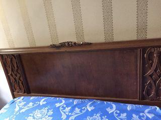 Cabecero de madera antiguo