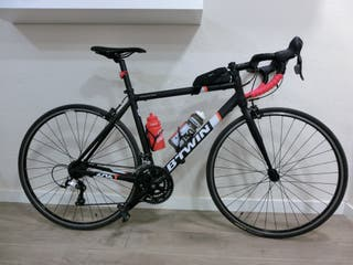 Bicicleta de carretera en buen estado