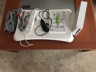 Wii +tabla y juego Wii Fit plus y mandos