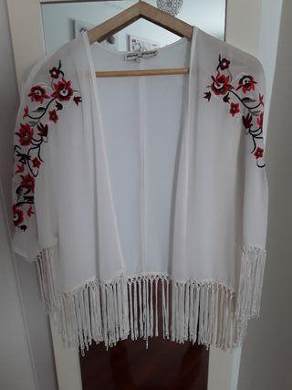 Chaqueta kaftan con flecos y bordados