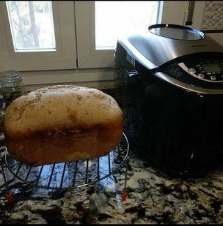 Panificadora. Máquina de hacer pan.