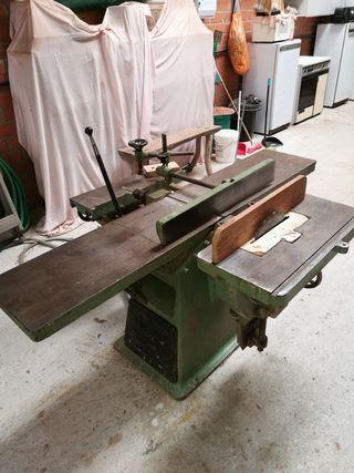 Máquina cepilladora de tres operaciones