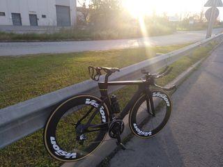 Bicicleta cabra carbono triatlon full Equip