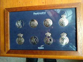 Cuadro con la evolución de los escudos del Real Ma