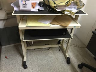 Mesa metálica para ordenador